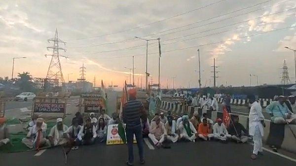 ભારત બંધઃ દિલ્લી પોલિસે ગાજીપુરથી આવતા ટ્રાફિકનો રોક્યો, NH-9 અને NH-24 ખેડૂતોએ કર્યો જામ