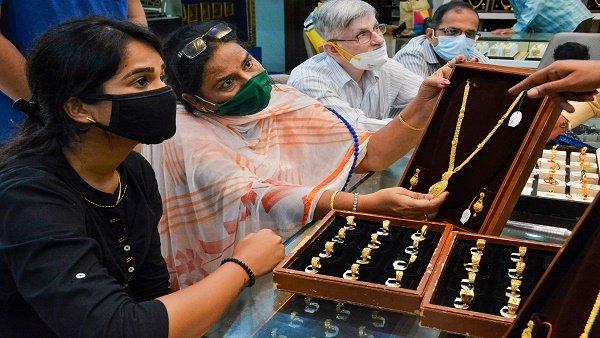 Gold Rate: સેન્સેક્સ 60000ને પાર થતા જ સોનુ ધડામ, ચાંદીની ચમક થઈ ફીકી
