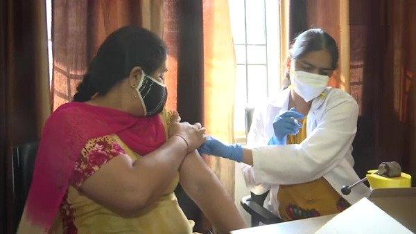 કોરોના: છેલ્લા 24 કલાકમાં મળ્યા 15,786 નવા મામલા, રિકવર દર્દીઓનો આંકડો વધ્યો