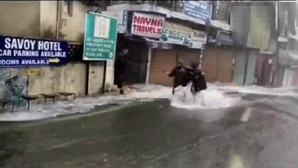 ભારે વરસાદને કારણે અનેક લોકો ફસાયા, PM મોદી એ ઉત્તરાખંડ CM સાથે કરી વાતચીત