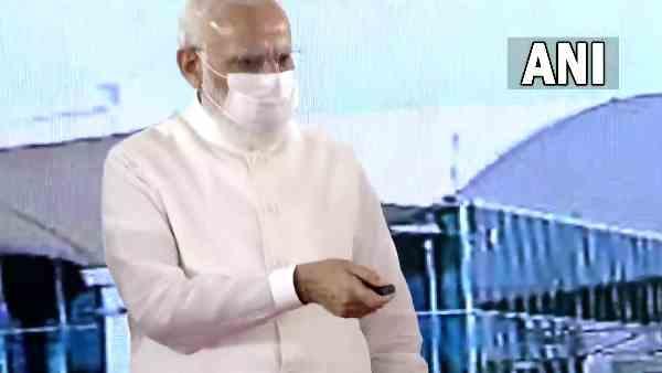 પીએમ મોદીએ કુશીનગર ઈન્ટરનેશનલ એરપોર્ટનુ કર્યુ ઉદ્ઘાટન, સીએમ યોગી અને સિંધિયા પણ હાજર