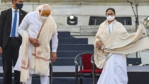 Mamata Banerjee Challenges Pm Modi For Open Debate Says If We Clash It Will Crumble