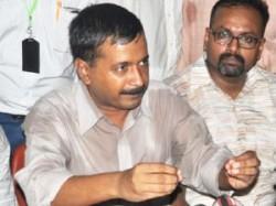 Arvind Kejriwal Asks Crowds To Burn Electricity Bills