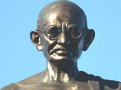 Indian Origin Doctors Gandhigiri In Uk