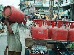 Delhi Poor People Will Get Free Cooking Gas