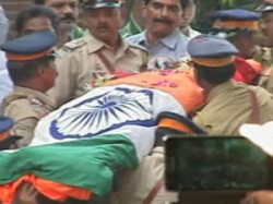 Bal Thackerays Last Journey Thousands Pay Tribute