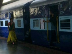 Shahrukh Deepika Repeat Ddl Last Scene Chennai Express