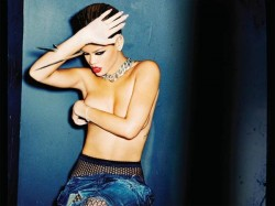 Pop Singer Rihanna Tweeting Topless Photo
