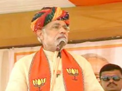 Irfan Pathan Joins Modis Public Meeting In Kheda