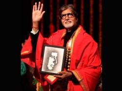 Delhi Amitabh Gives Rs 250000 To Tomar Family