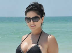 Protest Against Sunny Leone In Delhi For New Year