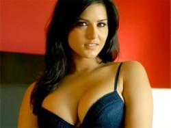 Sunny Leone Likes Golgappe