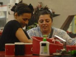 Rajeev Falls Love With Sana Khan Bigg Boss