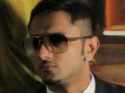Police File Fir Against Honey Singh People Happy
