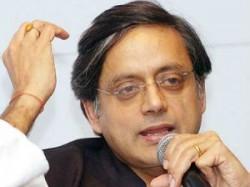 Tharoor Creat Controversy Over Tiranga Bangle
