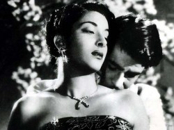 Raj Kapoor And Nargis Onscreen Romance