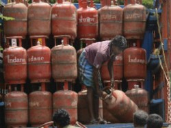 Bpl Cardholders In Delhi To Get 12 Subsidised Cylinders