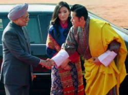 Manmohan Singh Pays Homage To The Unknown Soldier