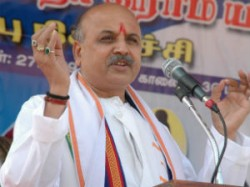 Jammu Police Sent Back Pravin Togadia From Airport