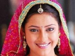 Pratyusha Banerjee Leaving Balika Vadhu Vikram Bhatt