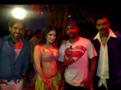 Sunny Leone Desi Avatar Shootout At Wadala Item Song