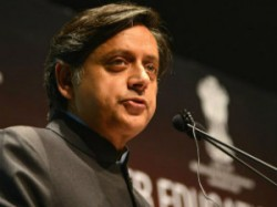Bjp Womens Wing Attack On Shashi Tharoor