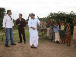 See Paresh Rawal In Different Action In Himmatwala