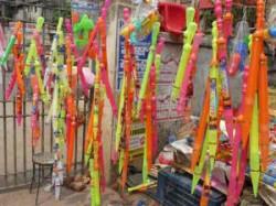 Lakhs Rs Pichkari Make Attraction In Lakhnau