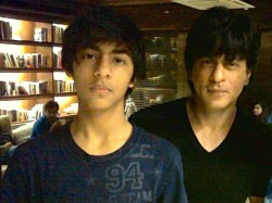 Shahrukh Shoulder Surgery Today Aryan Come Down London