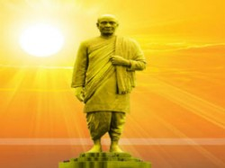 Meeting Construction Statue Unity