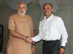 First Gujarati Origin Person To Scale Mount Everest