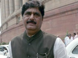 Rs 8 Crore Spent In 2009 Election Campaign Munde
