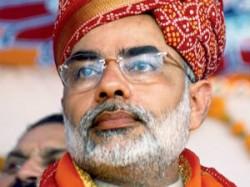 Kanchi Seer Blesses Modi Pm S Post