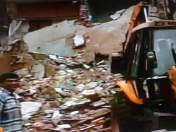 Three Floor Building Collapsed Ahmedabad 5 Dead