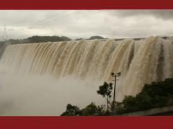 Flood Situation In Narmada River Of Gujarat 107 Villages High Alert