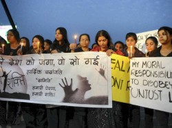 Man Held Raping Blackmailing 19 Year Old Du Student