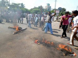 Telangana Effect Curfew Shoot At Sight Orders In Seemandhra