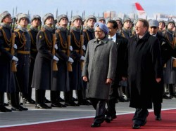 Manmohan Singh On Red Carpet Meet Putin Today