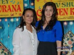 Alia Bhatt Greets Mother Soni Razdan On Her Birthday