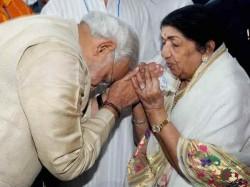 Years Ae Mere Vatan Ke Logon Modi Felicitate Lata Mangeshkar