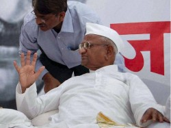 Anna Hazare Rebukes Aap Partyman Asks Him Leave Fast Venue