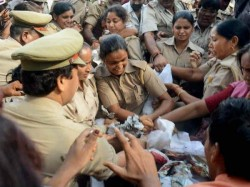 Police Inspector Shows Vulgar Mms To Woman Constable
