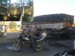 Accident Near Gandhinagar 2 Injured