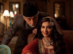 Dedh Ishqiya Movie Review 015235 Pg