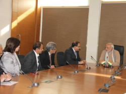 Narendra Modi Meets High Level Delegation From Singapore