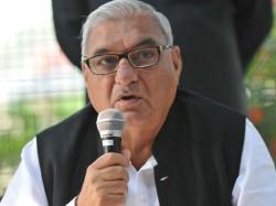 Haryana Chief Minister Bhupinder Singh Hooda Slapped In Panipat
