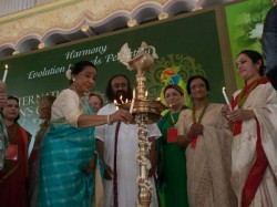 Asha Bhonsle Conferred With Vishalakshi Global Award Art Of Living