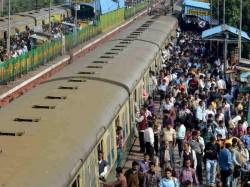 Train Passengers Robbed Armed Men Bihar