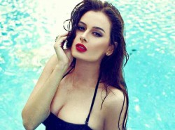 Evelyn Sharma S Hot Photoshoot Mandate Magazine