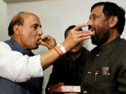 Ram Vilas Paswans Ljp Joins Nda Gets 7 Seats In Bihar